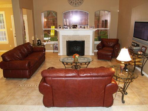 Living Room - 02